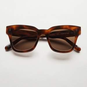 Helt nya Chimi Eyewear glasögon i färgen 07 Tortoise, endast testade! Vid intresse eller frågor är det bara att skicka iväg ett meddelande till mig! Betalning sker via Swish och kom ihåg att du som köpare står för den tillkommande fraktkostnaden🤎⚡️