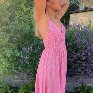 Söt rosa klänning i zebra print köpt från hm förra året och har tyvärr inte kommit till användning