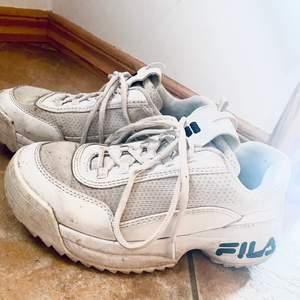 Vita fila skor i storlek 38