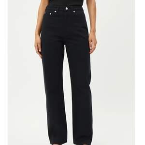 Svarta rak jeans från monki, fint skick