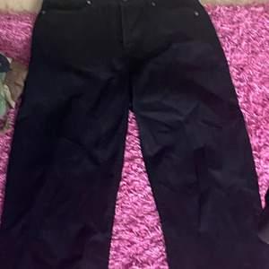Svarta byxor som inte passar mig