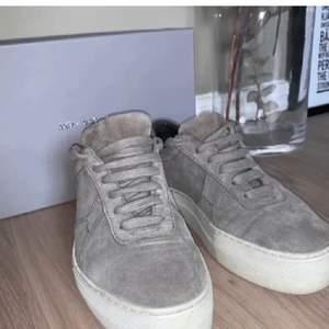 Säljer mina fina Arigato sneakers! De är i fint skick! 466kr inkl frakt💓💓