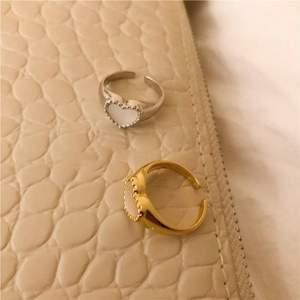 Supersöta justerbara ringar i sterling silver, finns både i guld och silverfärg 🤍 @tinsel.details på instagram för mer! 89kr/styck