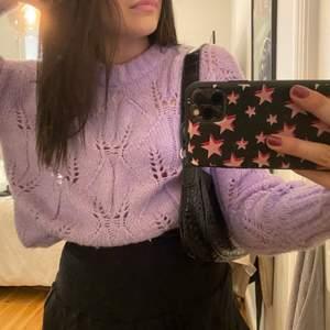 Stickad lila tröja från veromoda