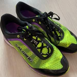 Säljer springskor då jag ej använder de. Nästan aldrig använda. Storlek38 2/3. Passar bra på mig som har 37-37,5 i skor
