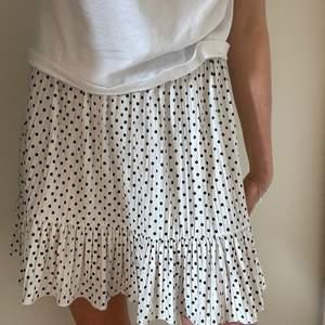 Superfin prickig zara kjol!! Storlek S och nästan aldrig använd💗 Köparen står för frakt!