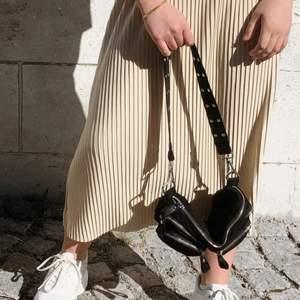 En fin och praktiskt väska från Gina Tricot. Kommer ej till användning längre där av är den till försäljning☺️💕