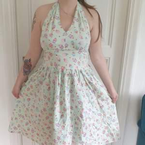 Mintgrön Rockabilly klänning med cupcakesmönster