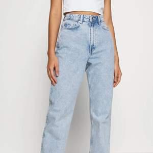 säljer dessa weekday jeans i 28/30 super snygga ❤️endast testade ny pris 500kr mitt pris 280kr + frakt