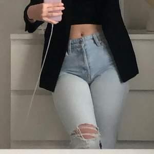 Säljer mina favorit jeans då de har blivit för små! Det är reka i modellen❤️