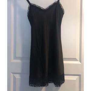 Så fin klänning/nattlinne i storlek s, silkestyg!❣️