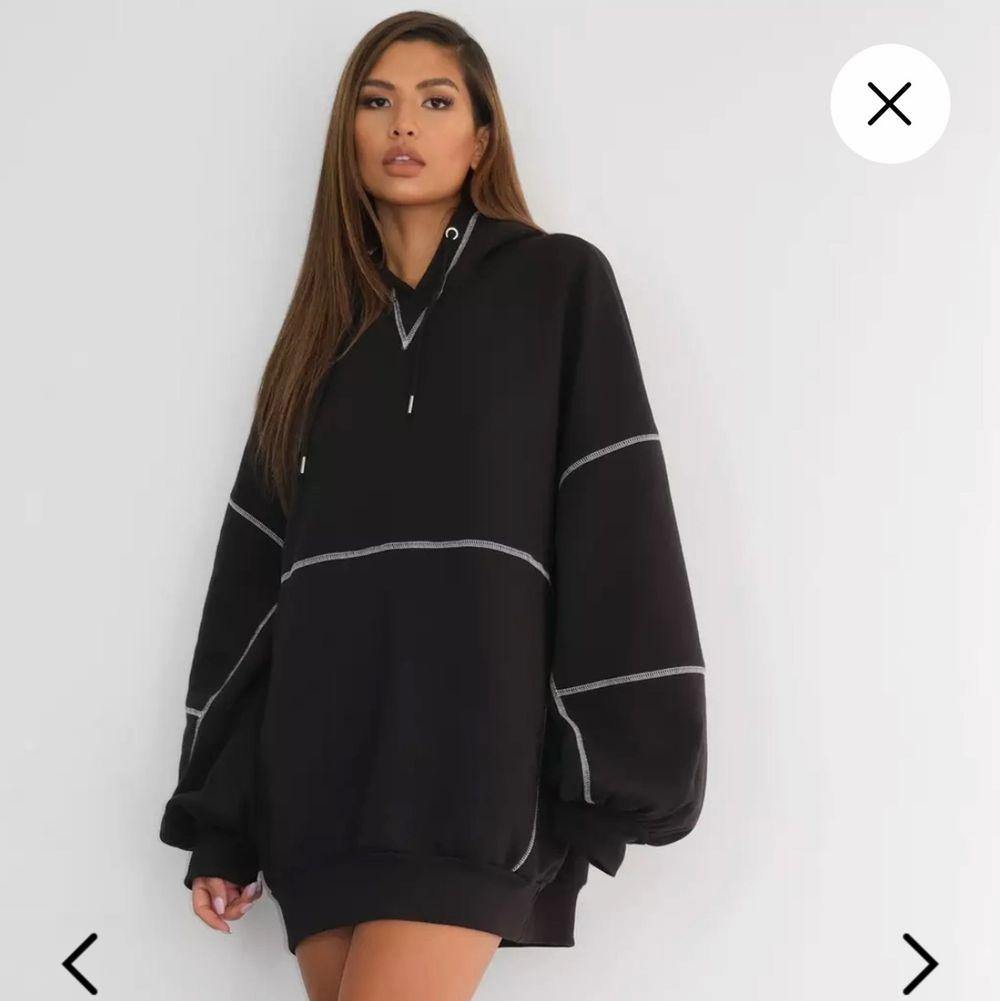 Helt ny oversized hoodie dress med tags kvar från Missguided. Storlek L, men passar XL-XXL bättre. Nypris: 560:-. FRI FRAKT!!. Tröjor & Koftor.