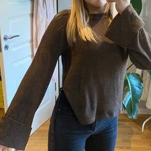 Superfin brun stickad tröja med vida ärmar i storlek S🥰🥰