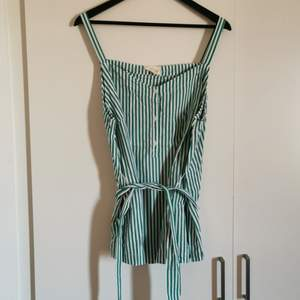 A cute top striped in green and white. Bought from Holly & Whyte, the brand by Lindex. Never worn. Can show off the waist or tie in the back. Candystripes are in 🥰🥂