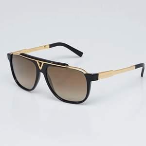 Louis Vuitton solglasögon kommer i box