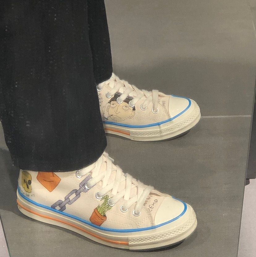 Säljer ett par asfeta skor som tyvärr inte kommer till användning. Skorna är ganska sällsynta så kom med bra bud!!. Skor.
