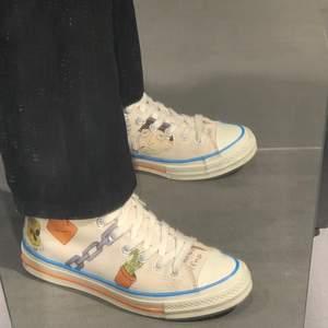 Säljer ett par asfeta skor som tyvärr inte kommer till användning. Skorna är ganska sällsynta så kom med bra bud!!