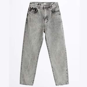 Säljer dessa gråa jeans köpta på ginatricot för typ ett år sedan. Endast använda 1-3 gånger därav väldigt fint skick. Skriv om du har frågor! :) ❣️