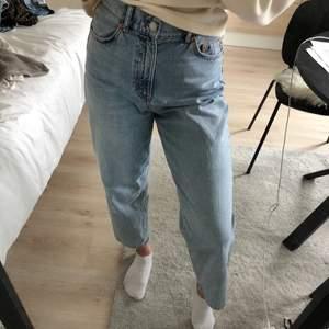 Straight jeans. Helt oanvända, säljer pga att de är för stora för mig. Stl 36.🤍
