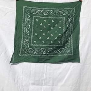 Grön bandana scarf :)