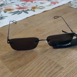 Solglasögon från Weekday. Fraktkostnaden tillkommer.