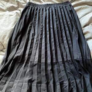 Plisserad kjol från Nakd
