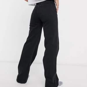 Svarta yoko monki jeans i storlek 25. Fint skick. Är öppen för byten mot 24 or.