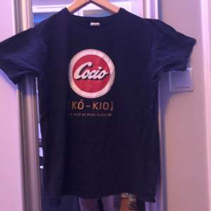 Svart Cocio T-shirt, oanvänd, för liten för mig även fast jag är 183 cm, fruit of the loom, rekommenderas inte för långa, skriv vid diskution om pris, kan säljas lägst för 100kr