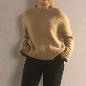 såå fin & skön stickad tröja som knappt är använd!! 160kr +frakt