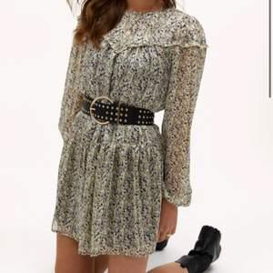 SÖKER denna klänning från Loavies! Hör av dig om du säljer eller skulle kunna tänka dig sälja!🙏🏼🥺💓