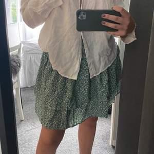Superfin somrig kjol som är oanvänd, köparen står för frakten💓