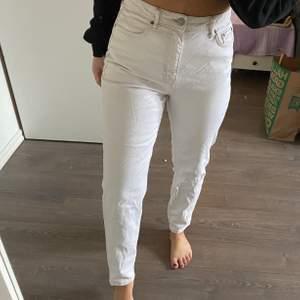 Dem perfekta jeansen från Gina Titcot. Sitter tight upp till och blir sedan lite lösare