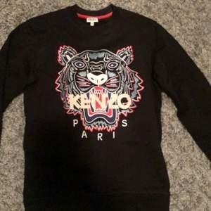 En fin kenzo tröja som är använd ett fåtal gånger. Finns kvitto!