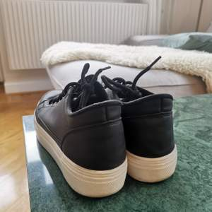 NLY skor, strl. 40, använda 3 ggr tills jag insåg att de var för små😂 dvs. SMÅ I STORLEK!