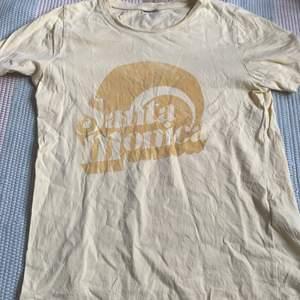 En gul t-shirts mycket använd