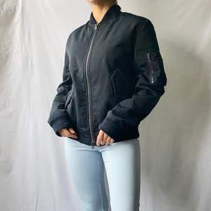 🌊 NEW HUNKYDORY MILITARY NAVY / PETROL BLUE BOMBER JACKET RETAIL - 3299kr  • SIZE - S / EU 36 • BRAND - Hunkydory Stockholm • MATERIAL - Polyester  MY MEASUREMENTS • Height 161cm / 5'3