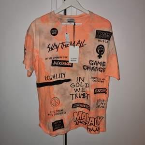 Säljer denna as feta T-shirt ifrån lisa anckarmans × madlady kollektion! Srl M alla prislappar sitter kvar då den aldrig blivit använd!   #anckarman #tshirt #lisa #madlady