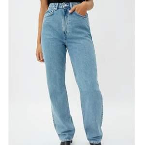 Jeans. Storlek 26/32. Väldigt bra skick. Märke: Weekday, modell: Rowe. Passar mig som är 170cm. 300kr inklusive frakt. Pris kan diskuteras.