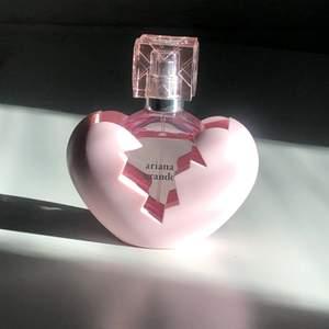 Ariana grande parfym Thank you next. Köpt på kicks för 440kr. Enbart använd fåtal gånger, frakt ingår i priset