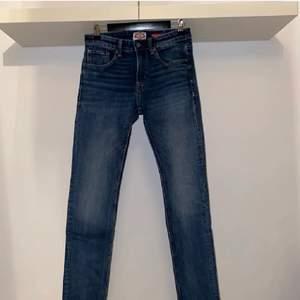Säljer mina vintage crocker jeans herr då de har blivit för små. Bra skick (9/10). Priset är förhandlingsbart. Köparen står för eventuell frakt. Osäker på fraktkostnaden därav priset, tas reda på innan betalning☺️