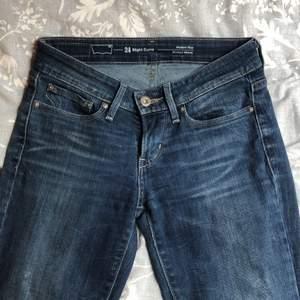 Sjukt snygga lågmidjade bootcut jeans från Levi's! ❤️❤️