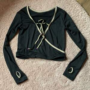 Supersöt tröja långärmad top från Freddy the art of movement.