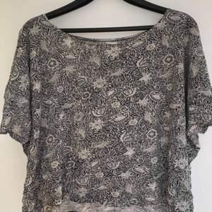 Fin t-shirt från Monki. Köpt för längesen och därför minns jag ej nypriset. Dock inte använd speciellt mycket.
