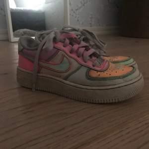 Tänkte sälja min skor nu efetersom de är för små, got skick och kommer att tvättas innan de säls!