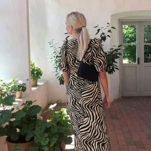 En så fiin klänning från Gina, men som bara har kommit till användning ett fåtal gånger. Köpare står för frakten 💖
