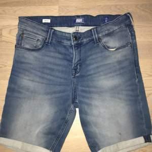 Säljer nu dessa Jack & Jones shorts som jag har växt ifrån. Storlek 170