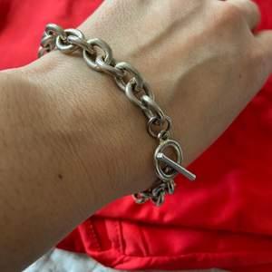 Fin armband, vet inte material, pris 50kr inkl frakten