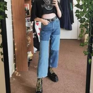 Monkis mozik jeans i lappmönster, längre på mig än på första (lånad) och andra bilden o jag är 166, köpta för drygt 1 år sedan o lagom använda, strl 30 (brukar ha 29) men passar säkert mindre strl om man vill ha dem mer lowwaisted