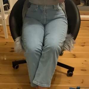 """helt nya nakd jeans """"organic straight high waist jeans"""" som bara är testade hemma, aldrig använda pga inte min stil. jätte mjukt material. nypris 399kr"""