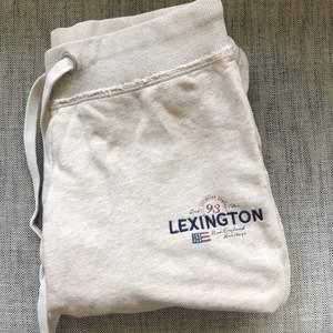 Beiga Sweatpants från Lexington. Storlek S. Använda några gånger men är i jättebra skick.